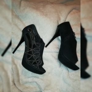 👠ANNE MICHELLE HEELS WITH STUDDED SIDES